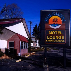 Palm Gardens Motel & Lounge